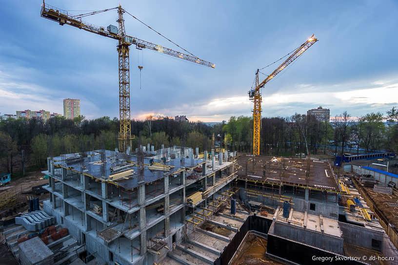Строительство домов на протяжении всех шести лет освоения участка шло по графику.