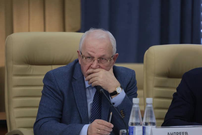Еще один промышленник, мнением которого дорожит губернатор,— глава и владелец Пермской приборостроительной компании Алексей Андреев.