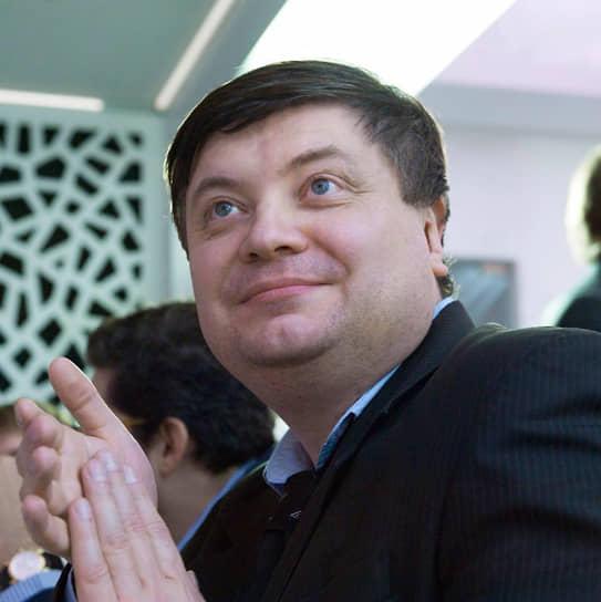 Замглавы администрации губернатора, политконсультант и опытный пиарщик Николай Иванов в команде Дмитрия Махонина полностью отвечает за СМИ. Он из тех, кого в команду позвали за профессиональные навыки.