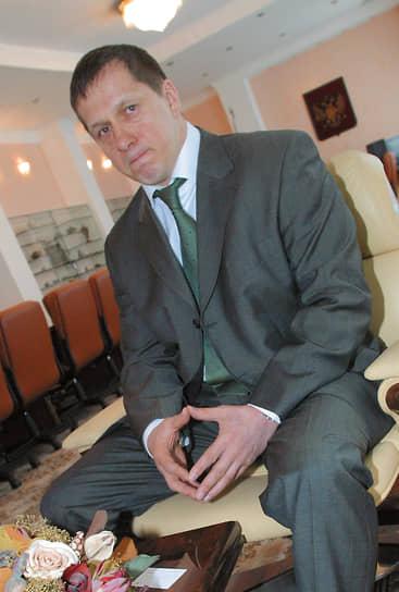 Вскоре после назначения на пост министра природных ресурсов РФ в своем рабочем кабинете, 2004 год.
