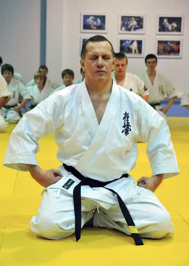 Юрий Трутнев провел мастер-класс для юных спортсменов, занимающихся боевыми и восточными единоборствами, в Московском центре боевых искусств, 2009 год.