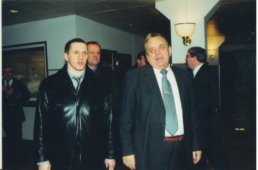 На встрече с гендиректором ООО «ЛУКОЙЛ-Пермнефть» Анатолием Тульниковым, 2002 год.