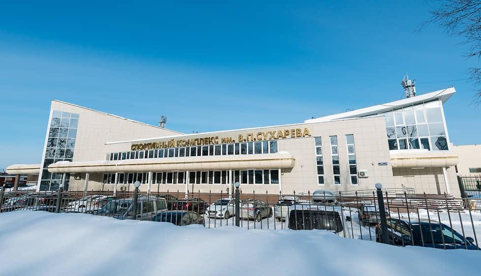Одной из самых значительных социальных строек ЛУКОЙЛа стало возведение крупного спорткомплекса в микрорайоне Балатово, включавшего в себя ледовый дворец, легкоатлетический манеж, административное здание, футбольный стадион, аквазону, гостиницу и фитнес-центр. Комплекс, получивший имя Вениамина Сухарева (1938–2010), после окончания строительства был передан в собственность краевых властей.