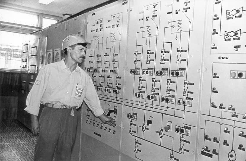 Первым в состав ЛУКОЙЛа вошло арендное предприятие «Пермнефтеоргсинтез» (генеральный директор — Вениамин Сухарев). Это случилось в конце 1991 года, при создании концерна «ЛУКОЙЛ». В 1993 году пермский нефтеперерабатывающий завод, опять-таки синхронно с головной компанией, был акционирован. В дальнейшем ЛУКОЙЛ консолидировал 100% акций пермского НПЗ.