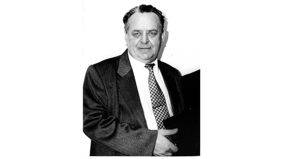 ЛУКОЙЛ возражал против таких намерений: компания обоснованно указывала на технологическую связанность «Пермнефти» со своими дочерними предприятиями — «Пермнефтеоргсинтез» и «Пермнефтепродукт». Компанию поддержали областные власти: в ноябре 1994 года, после акционирования «Пермнефти», ее генеральным директором был избран Анатолий Тульников, заместитель главы администрации Пермской области, ранее возглавлявший Кунгурское НГДУ и мэрию Кунгура.