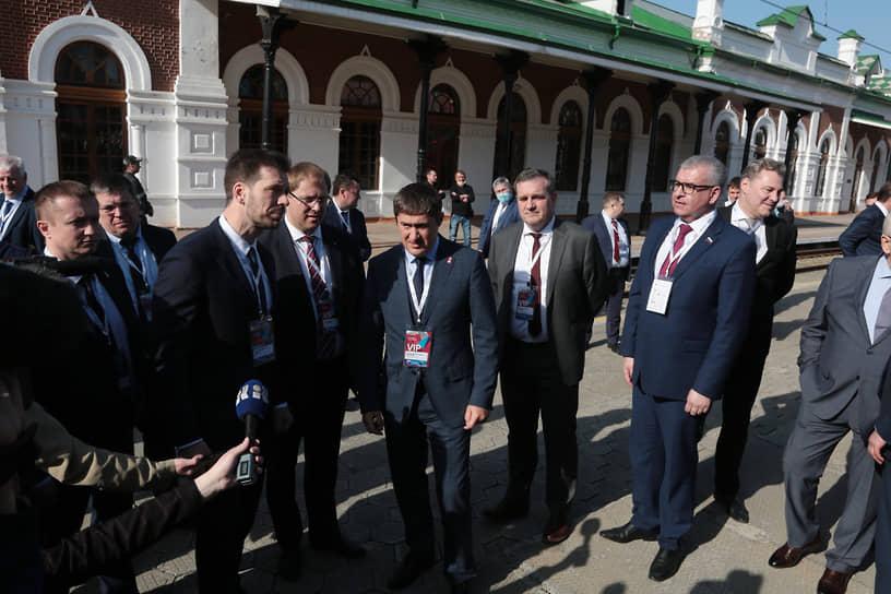 Инженерный форум 2021. Губернатор Пермского края Дмитрий Махонин во время осмотра экспозиции.