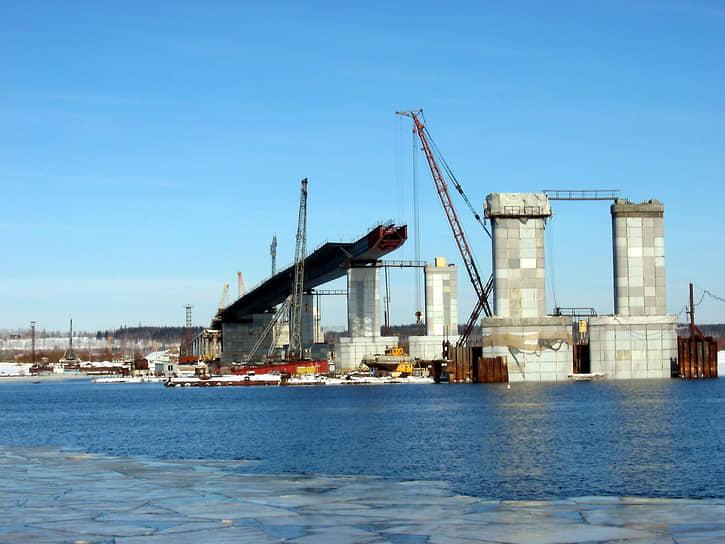 Первую очередь Красавинского моста «Мостоотряд» построил за рекордные три года и за такой же период — вторую очередь (на фото — строительство первой очереди).