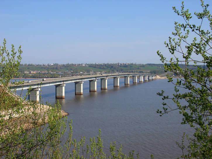 В этом же году «Мостоотряд» приступил к строительству нового моста — через Чусовую, протяженностью свыше 1,5 км. В объекте остро нуждались бурно развивавшиеся северные территории Прикамья (Чусовой, Березники).