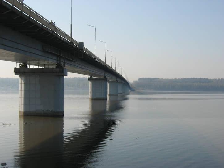 Мост сооружался в сложнейших гидрогеологических условиях, глубина воды у опор составляла от 13 до 25 м, глубина буровых доходила до 40 м. Сильный ветер поднимал волны до 1,5 м в высоту. Мост был сдан через 6 лет после начала стройки.  В 1999 году организация приступила к возведению пока что самого крупного своего объекта — Красавинского моста через Каму. Его длина больше 1,7 км.