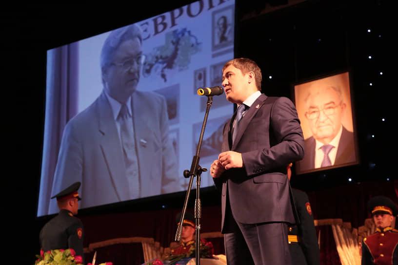 Первым с траурной речью выступил губернатор Пермского края Дмитрий Махонин.
