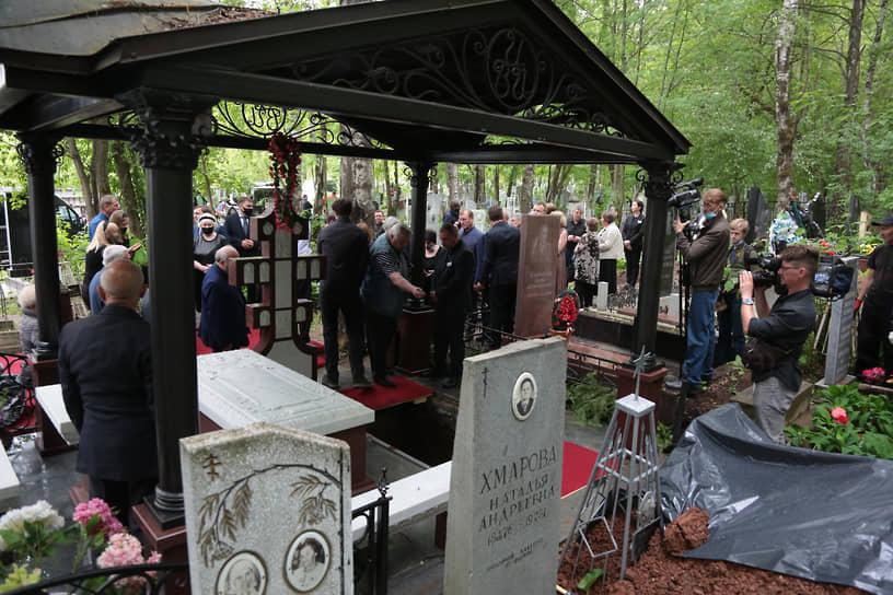 Геннадий Игумнов был похоронен рядом с женой, Викторией Ивановной.