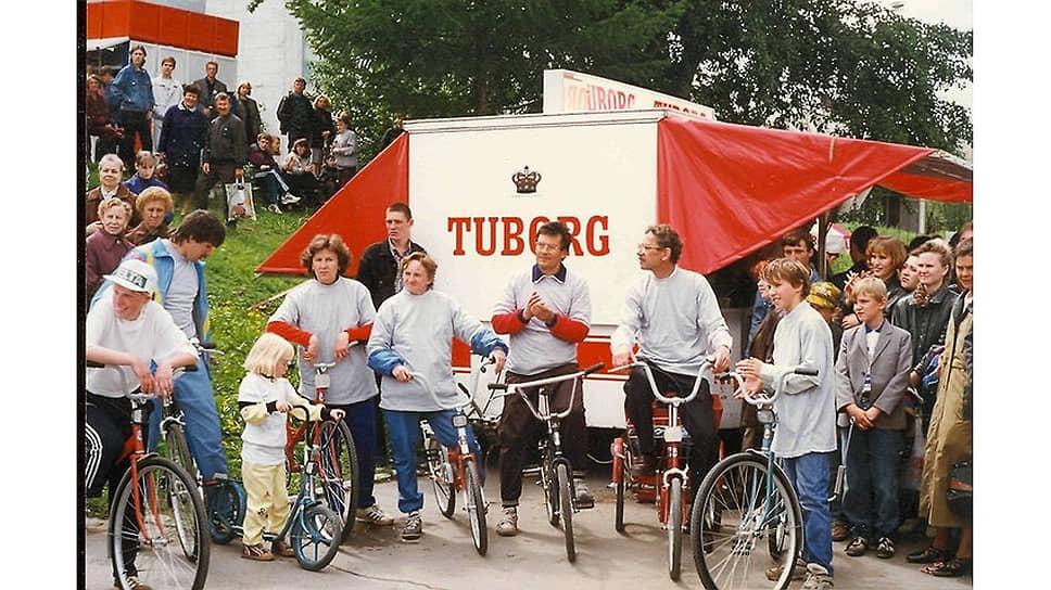 На фото: День города в Перми, 1992 год. В мероприятии принимает участие Владимир Филь, глава администрации Перми.