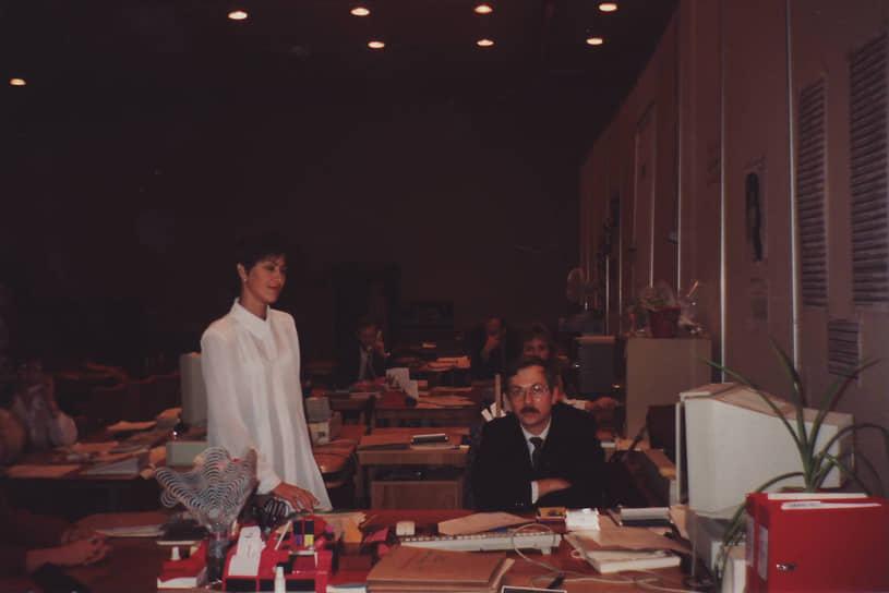 В стенах Пермской товарной биржи получили опыт работы многие будущие руководители частных компаний и бизнесмены. На фото: Сергей Токарев, гендиректор Пермской фондовой компании, принимает участие в работе биржи, 1990-е годы.