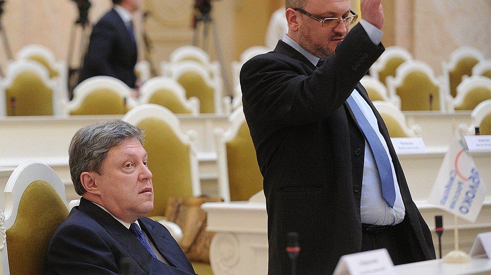 Максим Резник (справа) готовится встать в полный рост на городской политической арене после исключения из партии «Яблоко», возглавляемой Григорием Явлинским