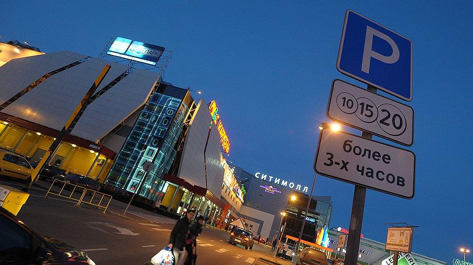 Перехватить миллионы / Городские власти не теряют надежды создать сеть социальных парковок