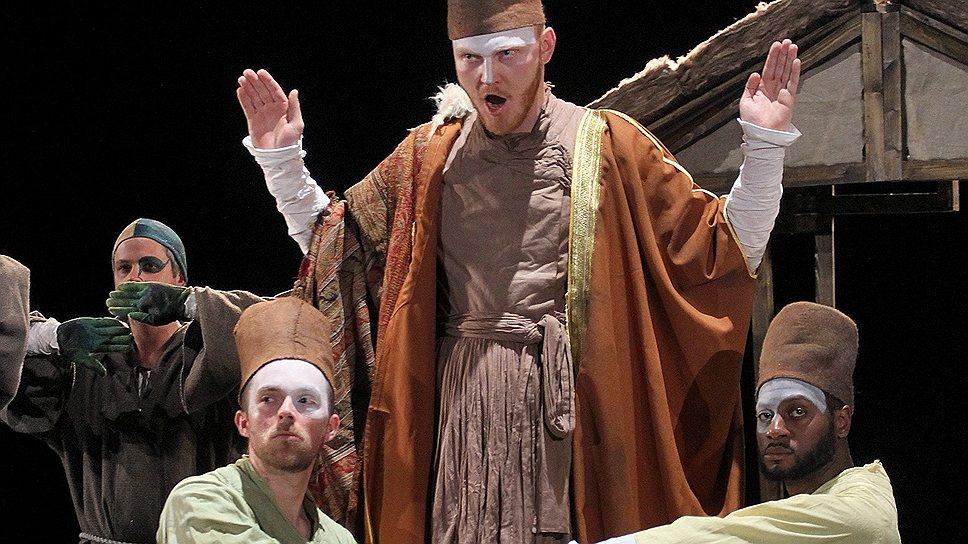 Солисты Mahagony Opera появляются в постановке «Блудного сына» во францисканских робах