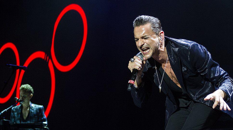 Песни с нового альбома Depeche Mode исполняли со всей серьезностью