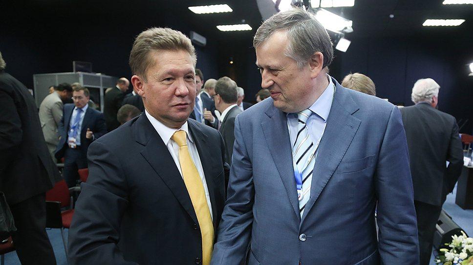 Согласно заключенному соглашению, глава «Газпрома» Алексей Миллер обеспечивает доведение газа до населенных пунктов, а губернатор Ленобласти Александр Дрозденко отвечает за прокладку уличных сетей, подготовку потребителей к приему газа и улучшение налогового режима для компании
