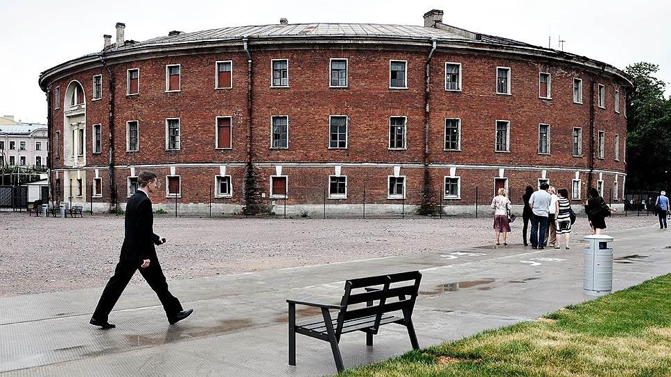 В здании бывшей морской тюрьмы авторы концепции предлагают разместить отель