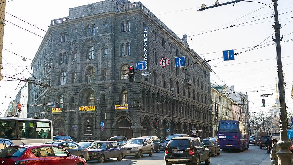 Почему Смольный не продлил сроки реконструкции здания на Невском проспекте