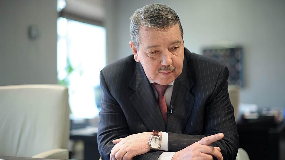 Председатель правления группы ЛСР Александр Вахмистров объяснил продажу завода тем, что группой под собственные нужды потреблялось только 40% производимой предприятием продукции. В то же время на рынке образовался профицит цемента, что и стало основной причиной для принятия решения о продаже этого актива