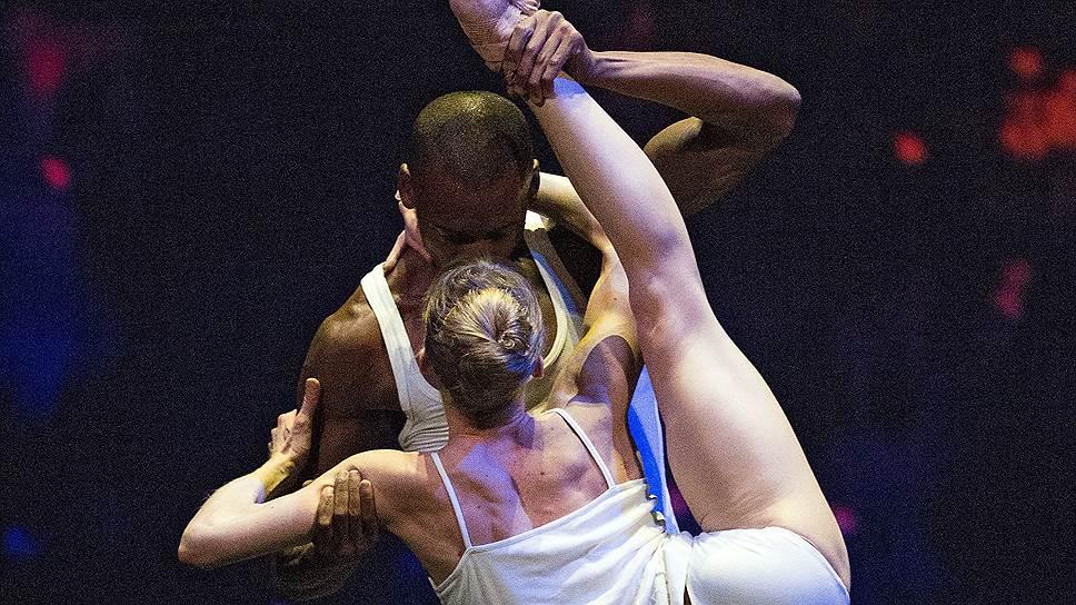 Мелисса Хэмилтон и Эрик Андервуд превратили любовный дуэт Уэйна Макгрегора в акробатический этюд