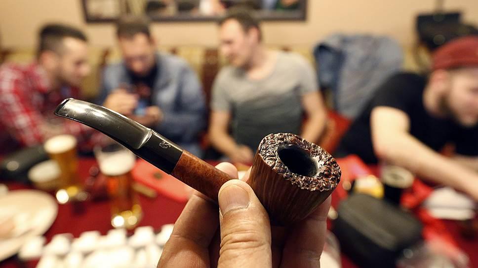 По мнению экспертов, новый закон вряд ли будет способствовать тому, что и так не всегда ладящие соседи по коммуналке закурят трубку мира