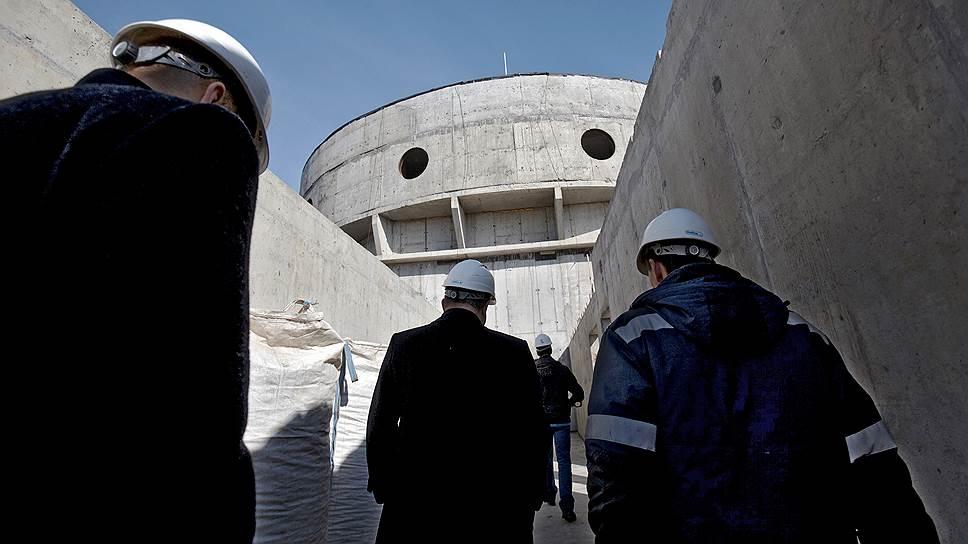 Новое здание СИЗО, получившее неофициальное название «Кресты-2», рассчитано на 4 тыс. арестантов и располагается в Колпино на площади 35 га