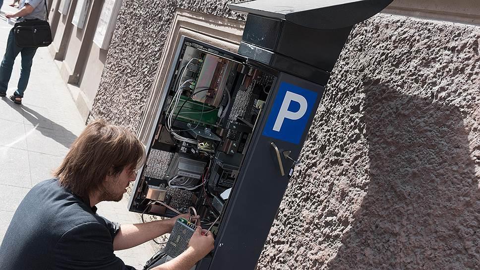 Парковки недополучили четверть миллиарда / Платные стоянки ждут персональных данных почти год