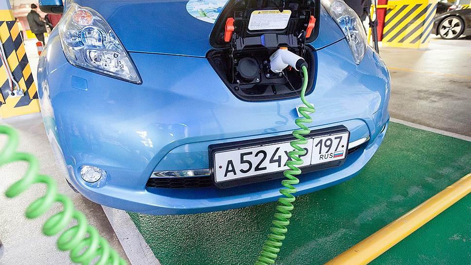 Пока в Петербурге существует только две заправки для электромобилей: в ТРЦ «Галерея» и в аэропорту «Пулково». На них можно подзарядиться бесплатно