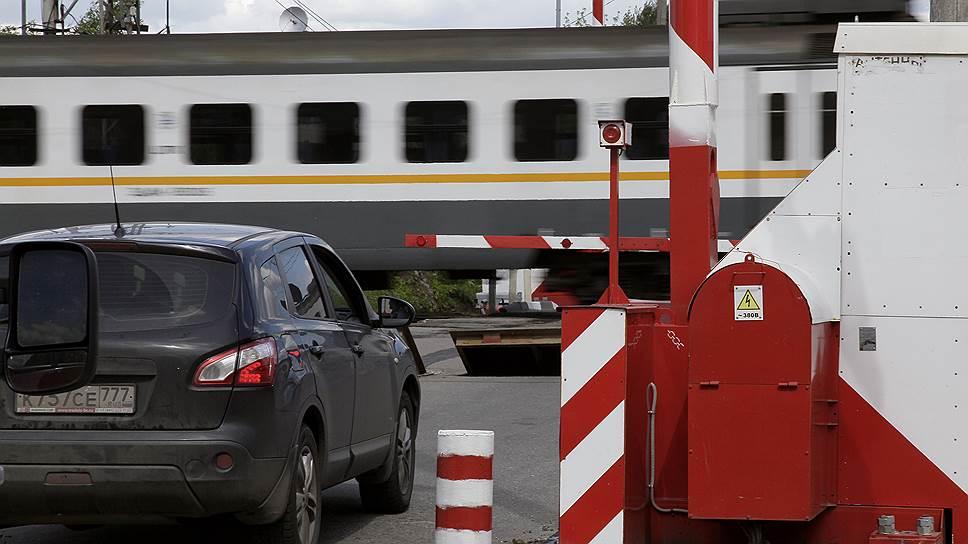 Инвесторам откроют шлагбаумы / Смольный готов привлекать частные деньги для строительства платных железнодорожных переездов