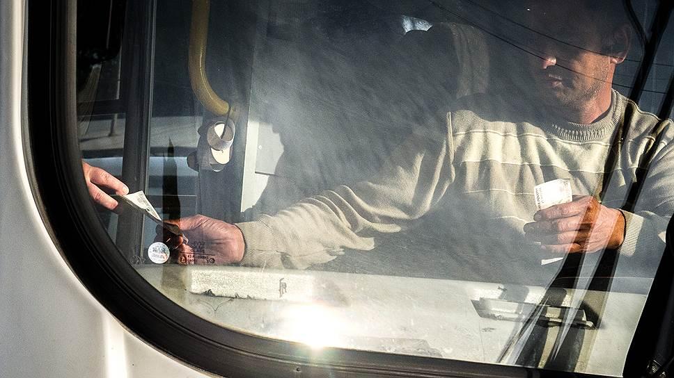 Коммерческие перевозчики ежегодно обращаются в Смольный с просьбой пересмотреть тарифы в сторону их увеличения