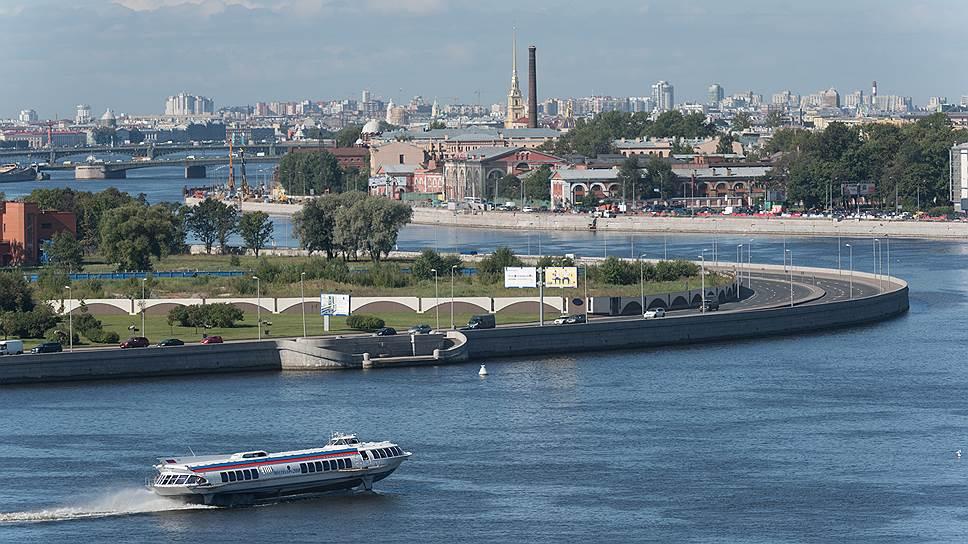 Практически все популярные туристические водные маршруты Петербурга предполагают выход в Неву, а некоторые даже предусматривают заход в акваторию Финского залива