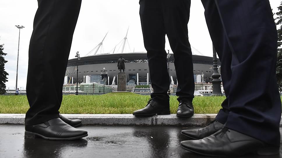 """На арене """"Санкт-Петербург"""" появится новый судья / Субподрядчик систем освещения и молниезащиты на стадионе требует от """"дочки"""" """"Метростроя"""" 890 млн рублей"""