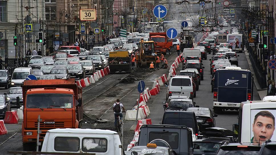 Ремонт дорог начнется раньше / Смольный объявит конкурсы навыбор подрядчиков доконца февраля