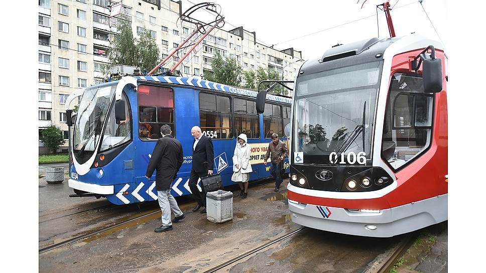 """Трамвай для двоих / За концессию по созданию линии легкорельсового трамвая из Купчино в Славянку борются столичная фирма и """"дочка"""" АБЗ-1 и Газпромбанка"""