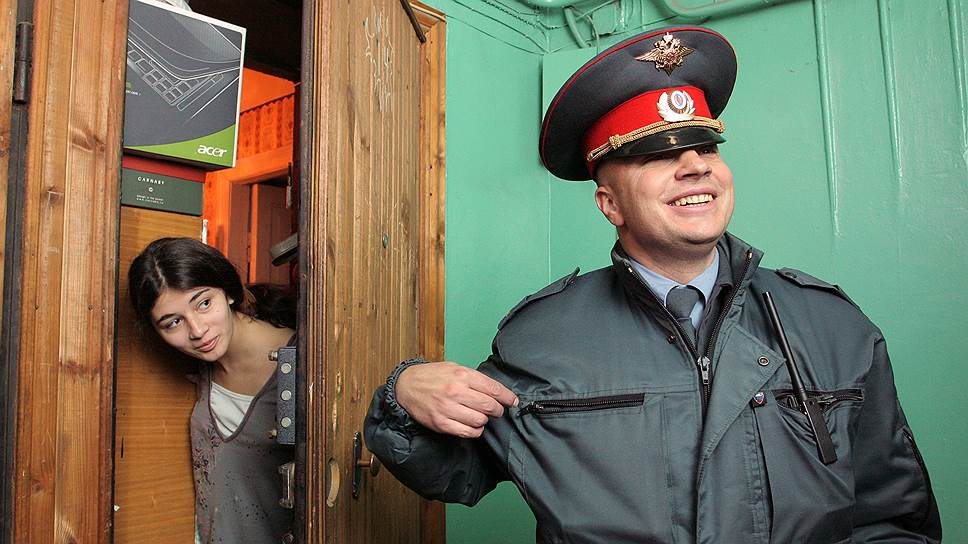 Противоречит ли порядок привлечения горожан к ответственности за нарушения тишины уставу Санкт-Петербурга
