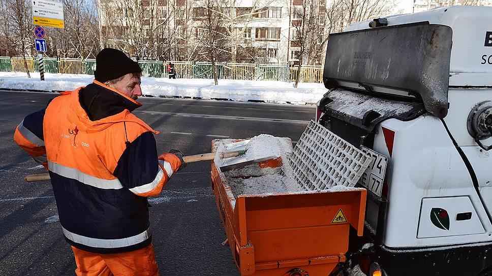 Соленья на зиму / Впервые за последние три года дорожники пополняют запасы реагентов