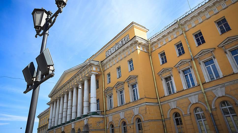 Банк «Санкт-Петербург» заселяется на Марсово поле / Кредитная организация стала владельцем гостиничного проекта братьев Зингаревичей