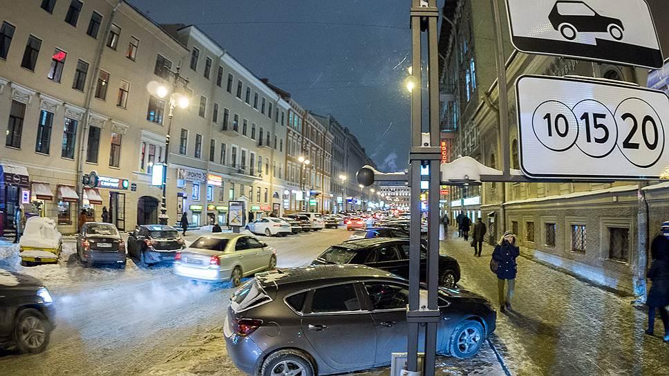Затяжное падение / Платные парковки в центре Петербурга недосчитались почти 2млрд рублей