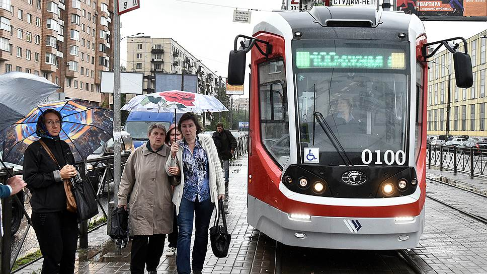 Трамвай производства «ПК Транспортные системы» на улицах города