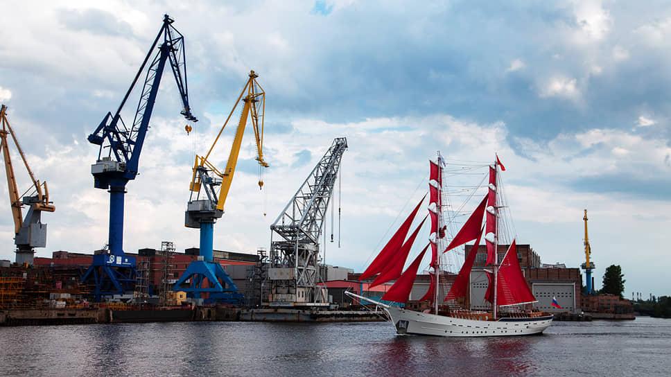 Бриг «Россия» причалил на модернизацию / Судно праздника «Алые паруса» отремонтируют на Средне-Невском судостроительном заводе
