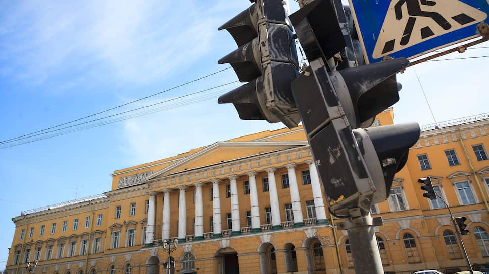 Raffles высаживается на Марсовом поле / Группа Accor ведет переговоры с банком «Санкт-Петербург» об открытии отеля
