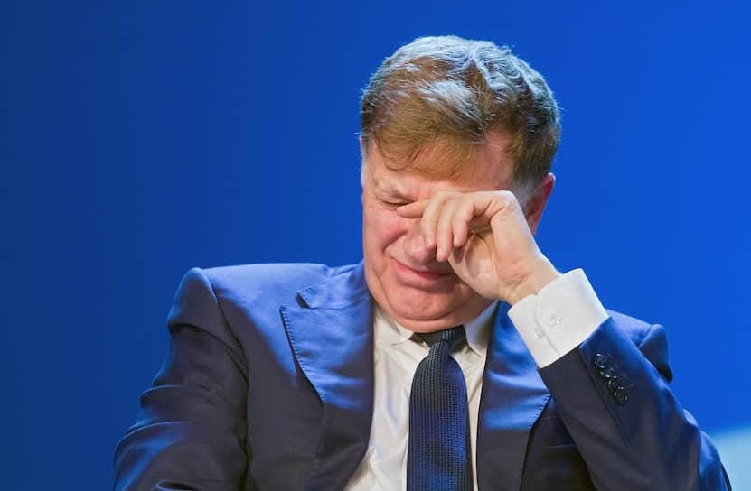 Политологи считают, что сгустившиеся над председателем петербургского ЗакСа Вячеславом Макаровым тучи не принесут ему ощутимого вреда