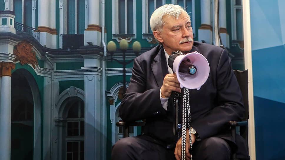 В Петербурге стала резонансной история, когда в 2012 году тогда еще губернатор города Георгий Полтавченко заявил, что петербуржцы продемонстрировали «жлобство», провожая гудками и неприличными жестами кортеж с премьер-министром Дмитрием Медведевым