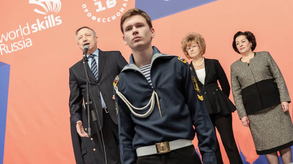 Ирина Потехина (справа) уже работала в должности вице-губернатора Петербурга с 2001 по 2003 год. Именно в последний год ее работы Александр Беглов (слева) временно исполнял обязанности губернатора