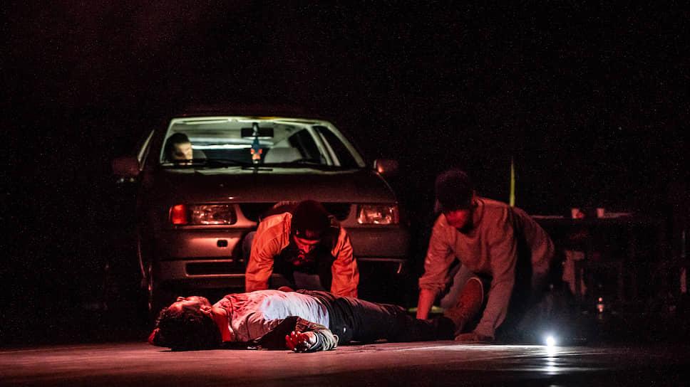 Реконструкция на сцене кровавого криминального происшествия все-таки остается чистым искусством