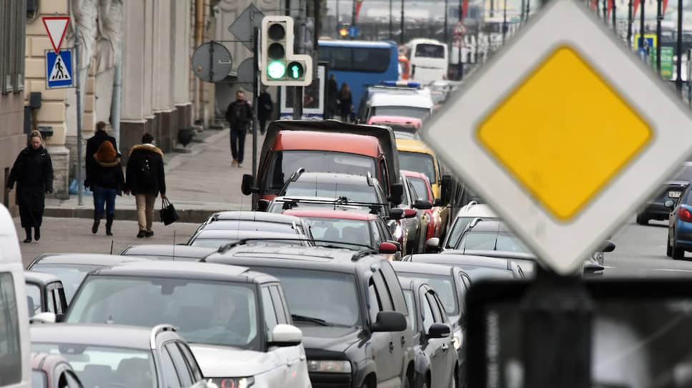 Центру Петербурга обрисовали контуры / Разработана схема дорожного движения, которая предлагает горожанам пересесть наобщественный транспорт