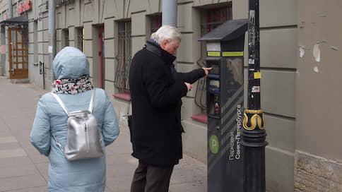 Смольный готовит почву для штрафов  / Власти Петербурга возобновили фиксацию нарушений стоянки машин в зоне платной парковки