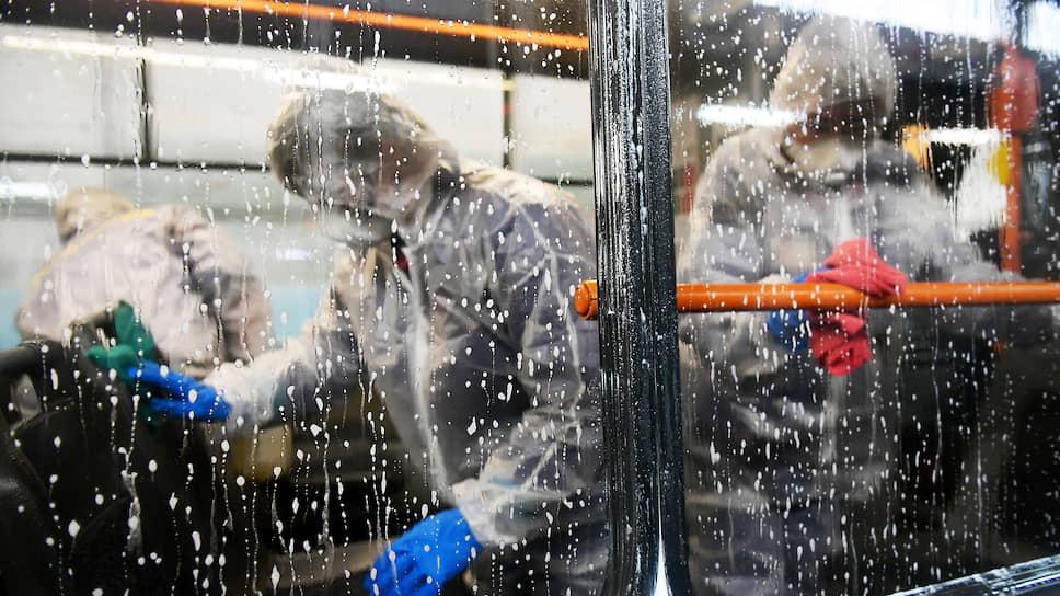 Карантинные переВОЗки сократили пассажиропоток / Трафик транспортных компаний Петербурга падает почти на четверть